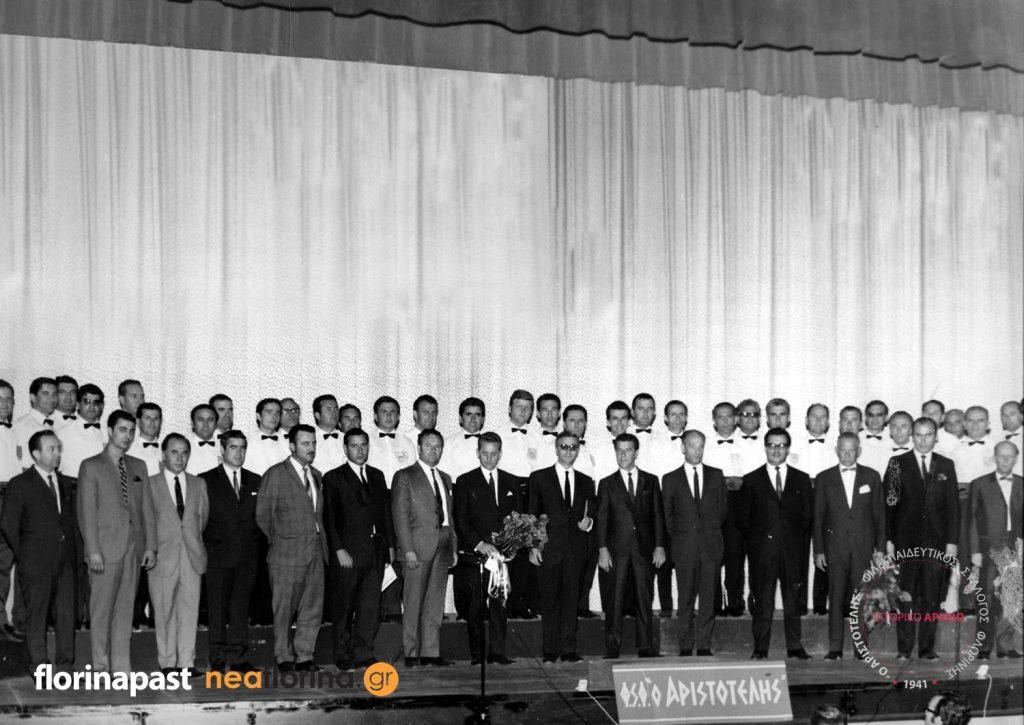 Αναμνηστική φωτογραφία ύστερα από τη συναυλία στο θέατρο Queen Elizabeth της Διεθνούς Έκθεσης του Τορόντο στις 11 Ιουλίου 1969.