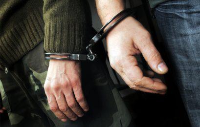 Σύλληψη τεσσάρων ατόμων για διακίνηση ναρκωτικών ουσιών και παράβαση του νόμου περί όπλων κατά περίπτωση