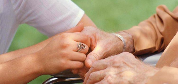 Ζητείται γυναίκα για φροντίδα ηλικιωμένης