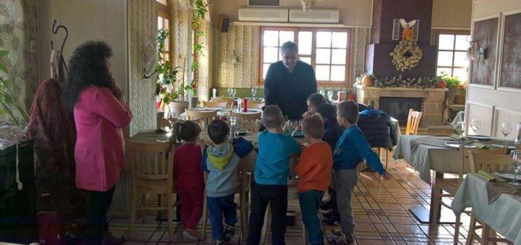 Εκπαιδευτική επίσκεψη του νηπιαγωγείου Κάτω Κλεινών στο εστιατόριο Τέρψη για την παρασκευή σιμιγδαλένιου χαλβά