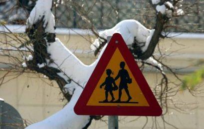 Δύο ώρες αργότερα θα ανοίξουν αύριο τα σχολεία στον δήμο Πρεσπών