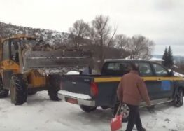 Διανομή καυσόξυλων σε αναξιοπαθούντες δημότες από το δήμο Πρεσπών (video)