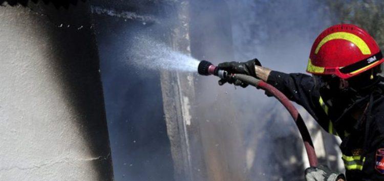 Πυρκαγιά σε σκεπή τριώροφης οικοδομής στη Φλώρινα
