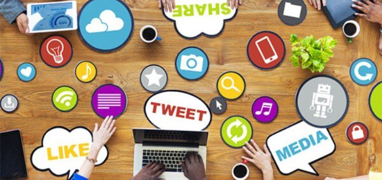 3 τρόποι που μετατρέπουν στο web τους χρήστες των social media σε πελάτες