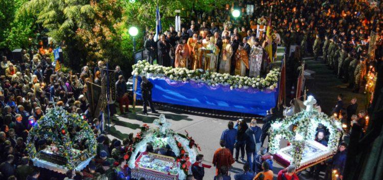 Στιγμές από τη συνάντηση των επιταφίων στην κεντρική πλατεία της Φλώρινας (pics)