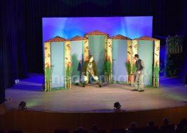 Ο Σύλλογος Καρκινοπαθών Αμυνταίου παρουσίασε στη Φλώρινα την κωμωδία «Οι Ηλίθιοι»(video, pics)