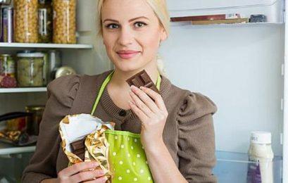 Η κατανάλωση σνακ αργά το βράδυ αυξάνει τον κίνδυνο καρδιοπάθειας και διαβήτη