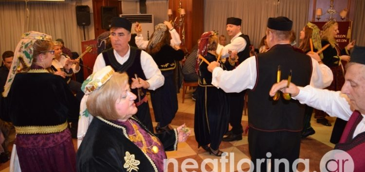 Ο αποκριάτικος χορός του Συλλόγου Κιουταχειωτών και Μικρασιατών Φλώρινας (video, pics)
