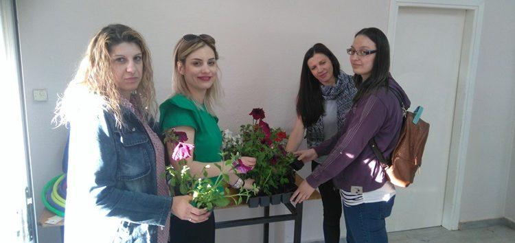 Μοίρασε λουλούδια στις μητέρες o σύλλογος Γονέων και Κηδεμόνων του Δημοτικού Σχολείου Μελίτης (pics)