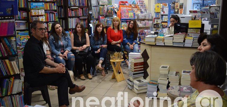 Ο συγγραφέας Κώστας Κρομμύδας συνομιλεί με αναγνώστες του στο βιβλιοπωλείο «Η Γωνιά» (video, pics)