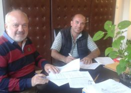 Υπογραφή σύμβασης για κατασκευή περιφράξεων, συντηρήσεις και διαμορφώσεις κοιμητηρίων σε τοπικές κοινότητες του δήμου Αμυνταίου