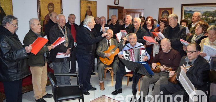 Χορωδίες και σύλλογοι, υπό τον μαέστρο Μίμη Μούσιο, έψαλαν τα κάλαντα στον Μητροπολίτη (video, pics)