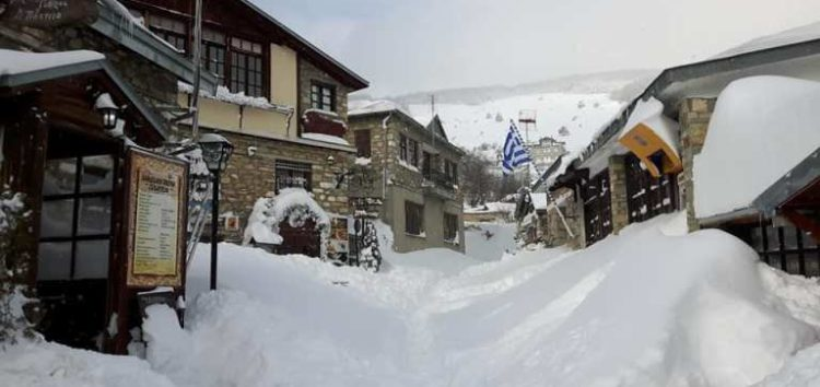 Εντυπωσιακές εικόνες από το χιονισμένο Νυμφαίο (pics)