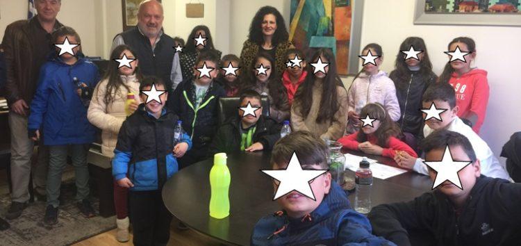 Επίσκεψη μαθητών του δημοτικού σχολείου Μανιακίου στο δημαρχείο και τη βιβλιοθήκη Αμυνταίου