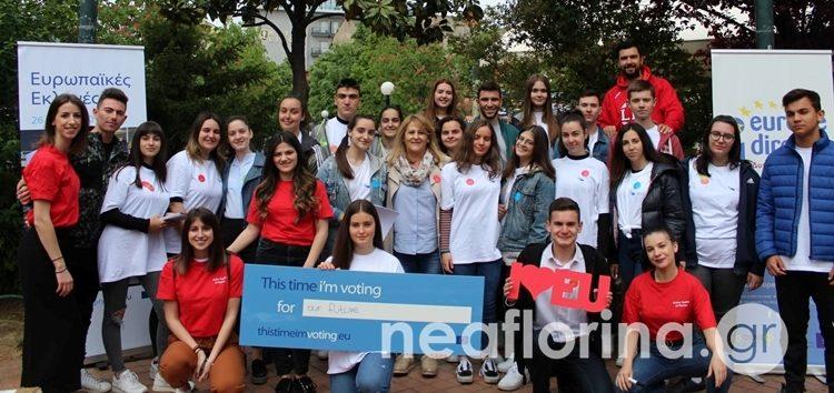 Μαθητές ενημερώνουν τους πολίτες της Φλώρινας για τις ευρωεκλογές (video)