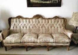 Πωλούνται καναπές, πολυθρόνες, τραπεζάκι και τριποδάκια