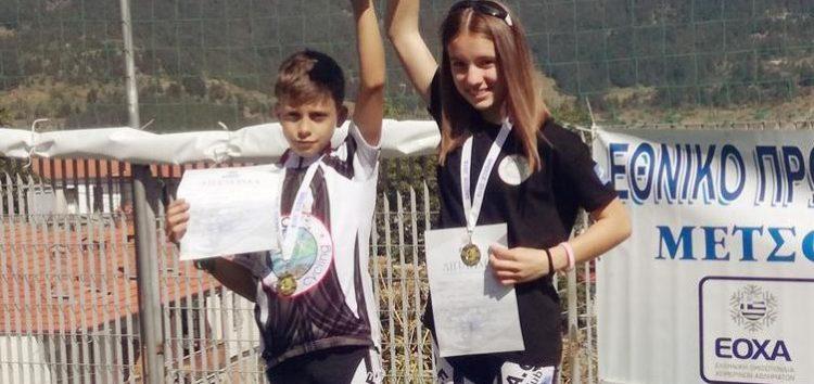 Η Χριστίνα Ρόζα και ο Γιάννης Γιωργάκης στο ψηλότερο σκαλί του βάθρου στο θερινό δίαθλο