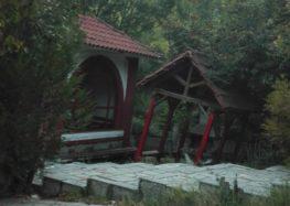 Αναγνώστρια ζητά να συντηρηθεί το κιόσκι στο εκκλησάκι Αγίων Αναργύρων