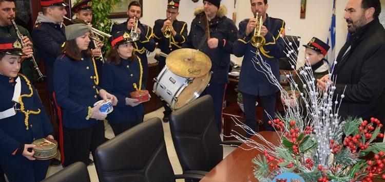 Χριστουγεννιάτικα κάλαντα και ευχές στον Δήμαρχο Φλώρινας (video, pics)