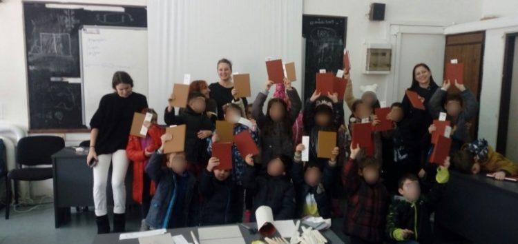 Συμμετοχή της Β' τάξης του Πειραματικού Δημοτικού Σχολείου στο βιωματικό εργαστήριο παιδικής βιβλιοδεσίας του «Βιβλιολογείου»