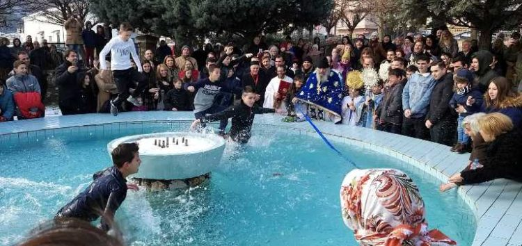 Ο εορτασμός των Θεοφανείων στον Ιερό Ναό Αγίας Παρασκευής Φλώρινας (pics)