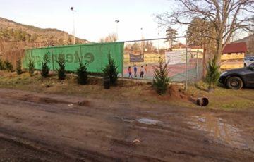 Καθαρισμός του περιβάλλοντος χώρου των γηπέδων τένις από τα μέλη του Ομίλου Αντισφαίρισης Φλώρινας North Grip (video, pics)