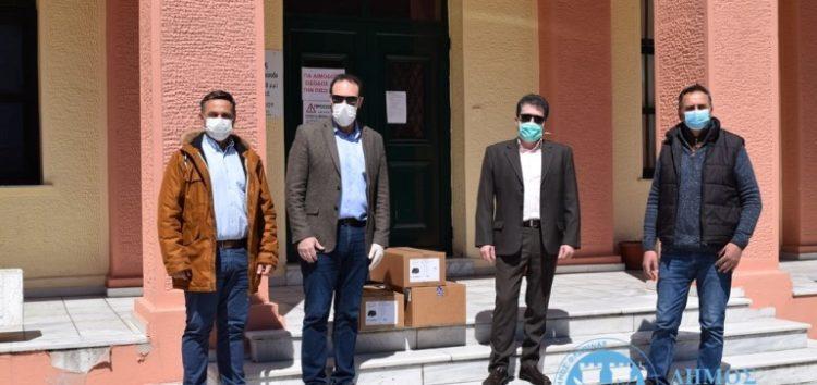 Παράδοση αναπνευστήρων από τον δήμαρχο Βασίλη Γιαννάκη στο νοσοκομείο Φλώρινας