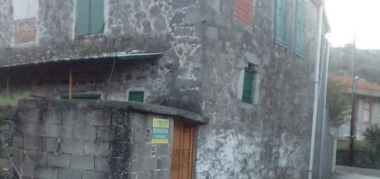 Πωλείται οικόπεδο μαζί με μονοκατοικία στη Λέσβο