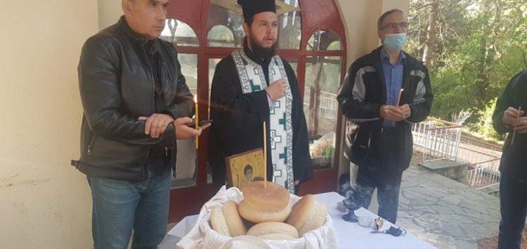 Αρτοκλασία στο εκκλησάκι του Αγίου Δημητρίου του Φ.Ο.Ο.Φ. (pics)