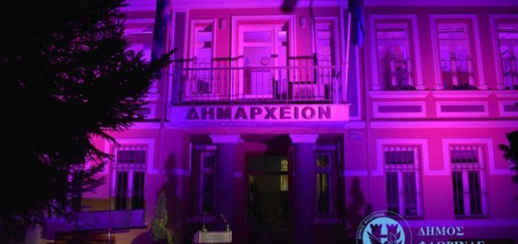Ροζ φωταγωγήθηκε το δημαρχείο Φλώρινας για την πρόληψη του καρκίνου του μαστού (video, pics)