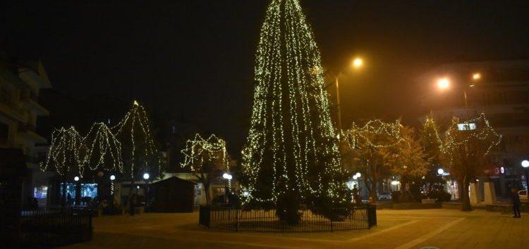 Άναψε το Χριστουγεννιάτικο Δέντρο της Φλώρινας – Το μήνυμα του Δημάρχου Φλώρινας Βασίλη Γιαννάκη (pics)