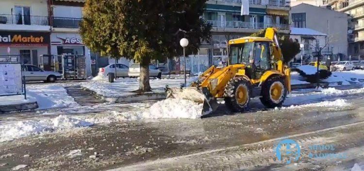 Συνεχίστηκε για τρίτη μέρα η απομάκρυνση του χιονιού από οδούς της πόλης της Φλώρινας (pics)