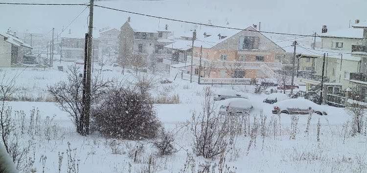 Συνεχίζεται η χιονόπτωση στη Φλώρινα – Στους -10 έπεσε η θερμοκρασία μέσα στην πόλη (pics)