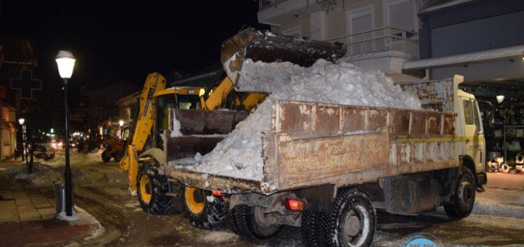 Συνεχίζεται η απομάκρυνση του χιονιού από κεντρικές οδούς της πόλης της Φλώρινας (pics)