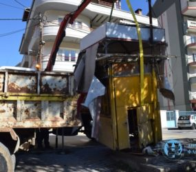 Απομάκρυνση ανενεργών περιπτέρων στην πόλη της Φλώρινας (pics)