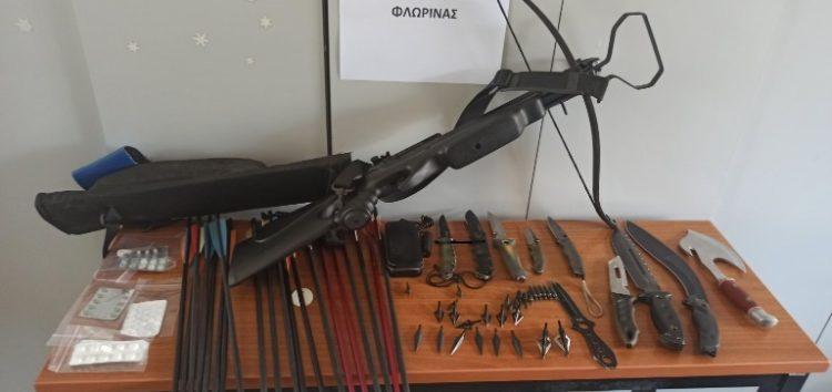 Συνελήφθη από αστυνομικούς του Τμήματος Ασφάλειας Φλώρινας 42χρονος στην Ημαθία  για παράβαση της νομοθεσίας περί όπλων και κατοχή ναρκωτικών ουσιών