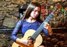 Ιωάννα Καζόγλου: Μια 17χρονη από τις Πρέσπες που «μαγεύει» με τους ήχους της κιθάρας της