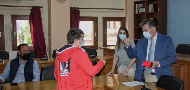 Επιβραβεύτηκαν από τον Δήμο Αμυνταίου οι μαθητές που διακρίθηκαν στον Μαθητικό Διαγωνισμό «Προγραμματισμός στο σπίτι – Proggrαming@home» (pics)