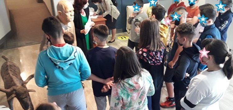 Επίσκεψη μαθητών του 6ου δημοτικού σχολείου Φλώρινας στην Έκθεση Μικρογλυπτών του Γιάννη Καστρίτση «Ο δρόμος προς την θυσία» (pics)